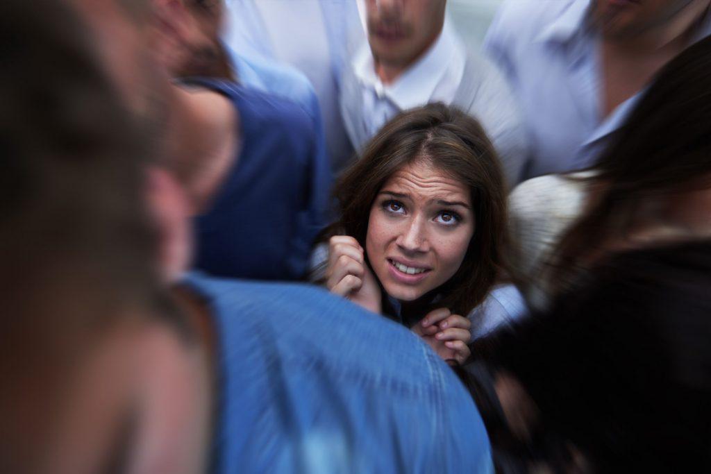 Демофобия (охлофобия): как называется боязнь толпы или большого скопления людей