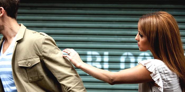 Девушка пытается вернуть мужа