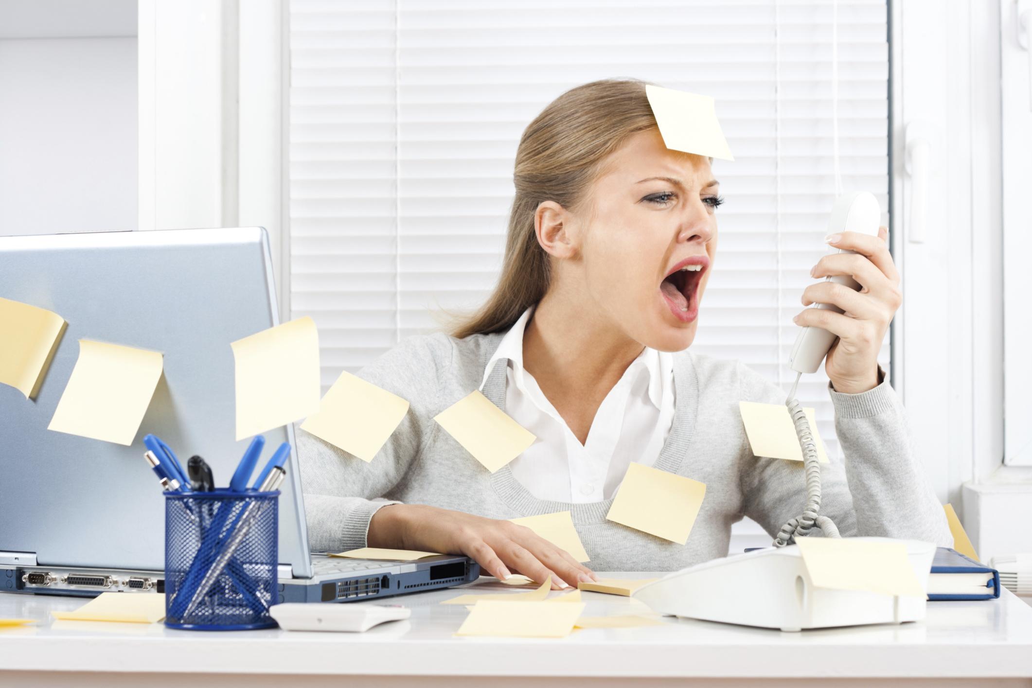 Женщина в состоянии стресса