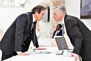 Двое мужчин на работе