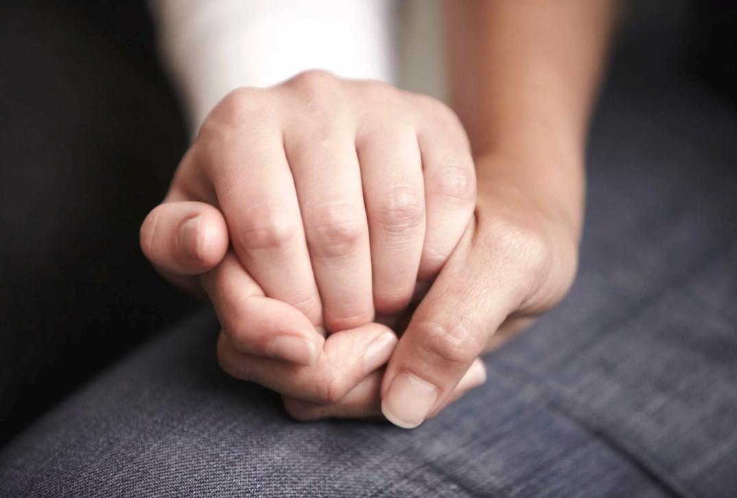 Чтобы пережить обман, нужно пережить ситуацию и постараться простить