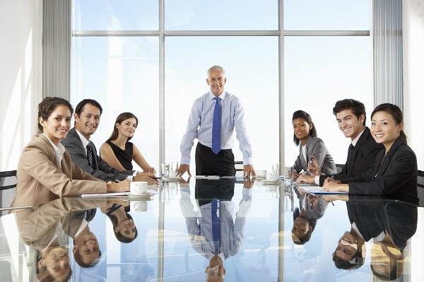 Лидер – руководитель фирмы, ведет бизнес-совещание
