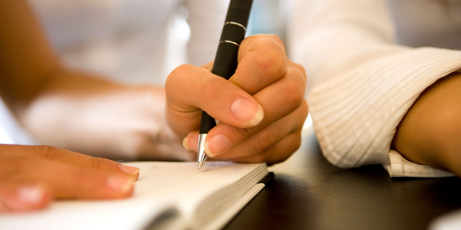 Правша пишет левой рукой