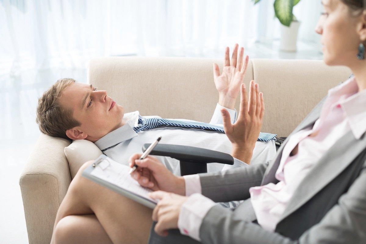 Своими проблемами нужно делиться с собеседником либо психиатром