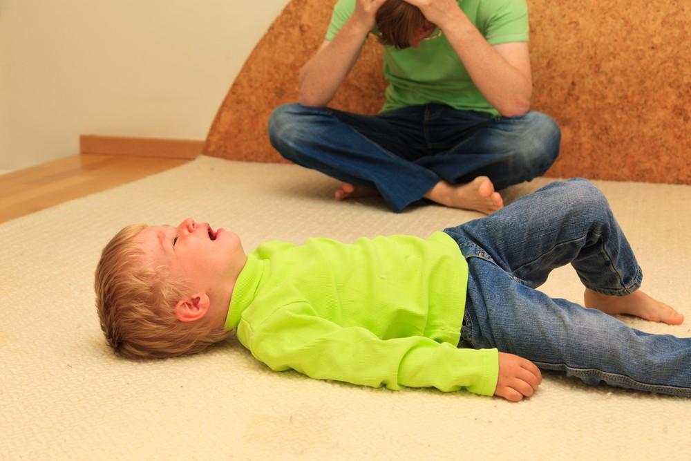 Капризы, истерики ребенка в период возрастного кризиса