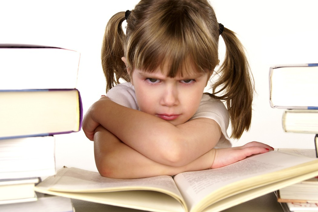 Кризис 7 лет сопровождается специфическими поведенческими реакциями ребенка