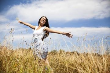 Преобразиться помогают занятия по душе: йога, танцы, фитнес и другие активные виды деятельности помогают организму вырабатывать гормоны счастья
