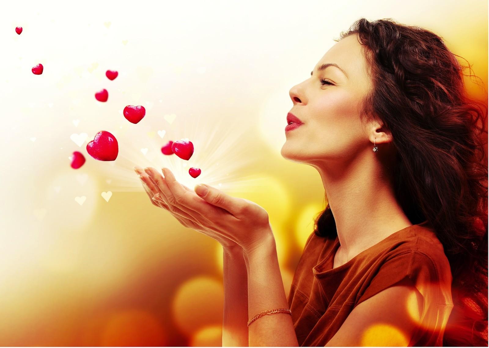 Влюбленная женщина счастлива