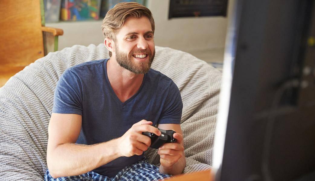 Мужчина предпочитает уходить от проблем посредством виртуального мира