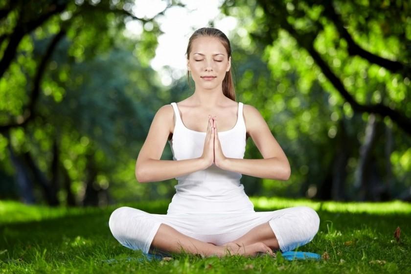 Полноценное питание, размеренный ритм жизни, медитация помогают выходу из депрессии