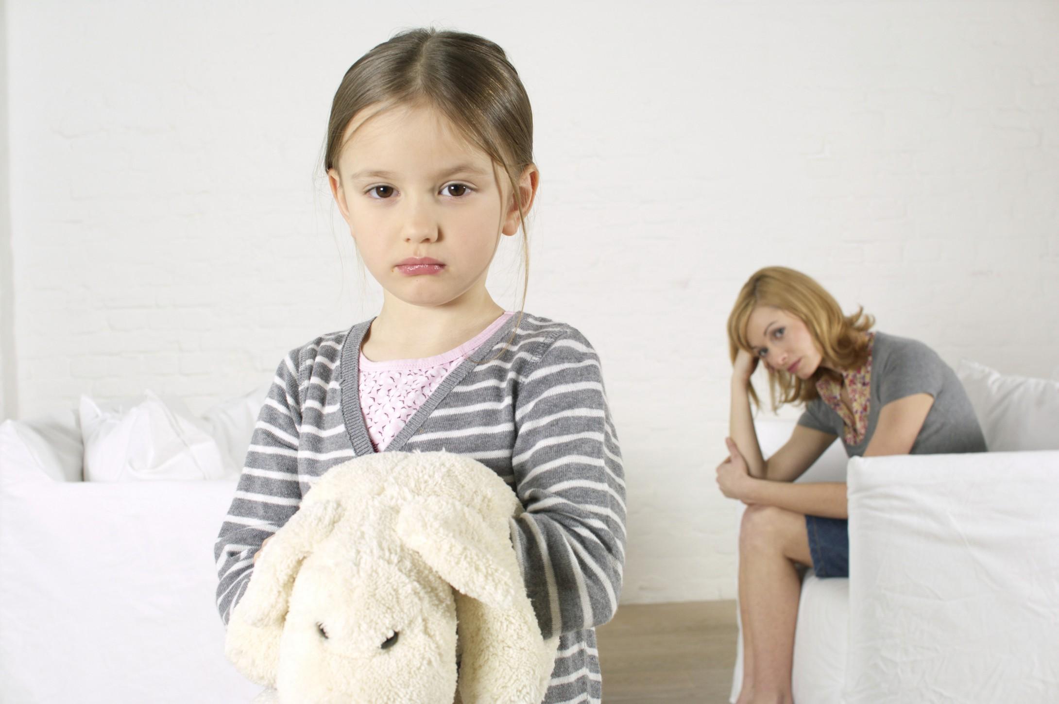 Во время кризиса семи лет родители часто сталкиваются с негативизмом и упрямством