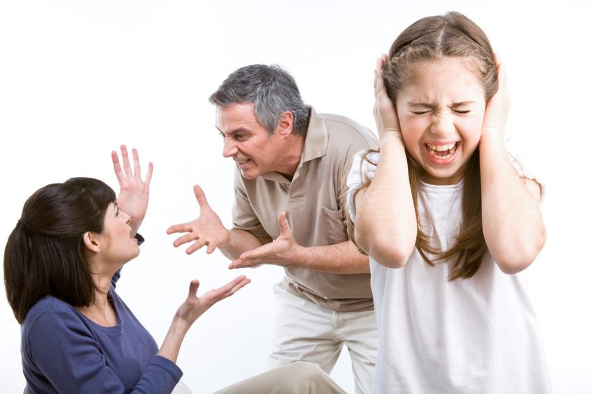 Женщине в условиях домашней тирании следует, в первую очередь, подумать о детях