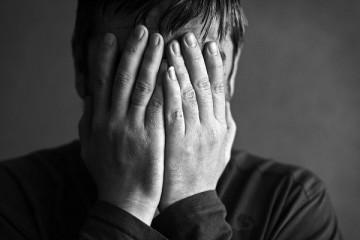 Человек с дисморфофобией считает, что все вокруг видят его изъяны