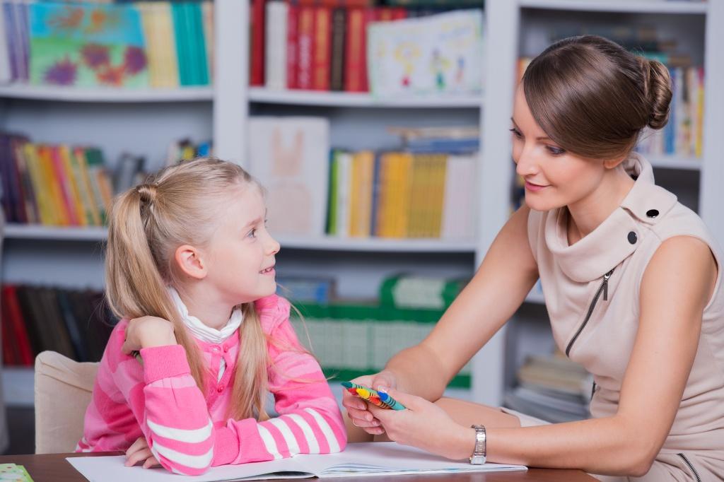 Желательно выбирать детского психолога возрастом до 40 лет