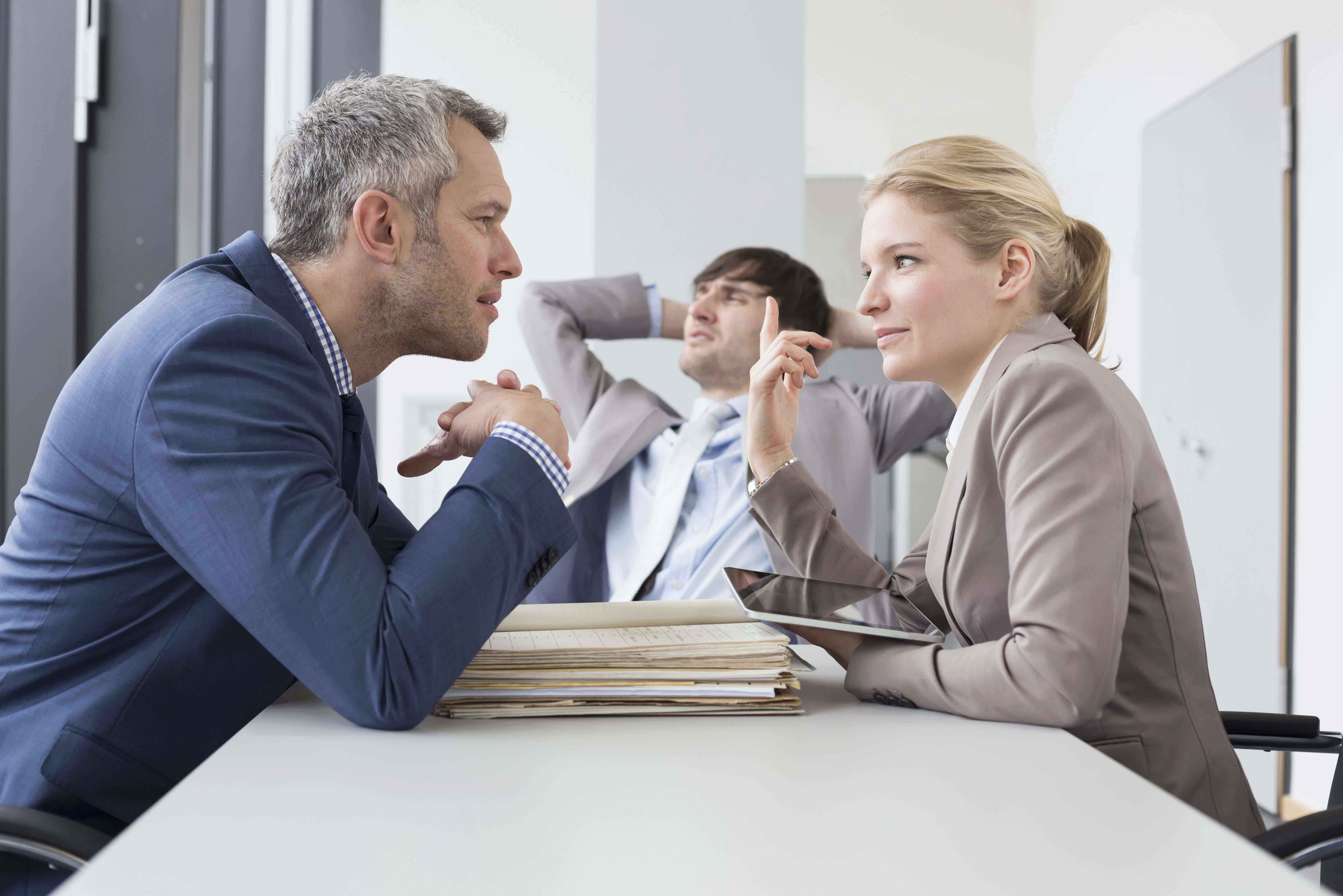 Иногда для предотвращения неприятной ситуации достаточно просто пошутить, и конфликт будет исчерпан