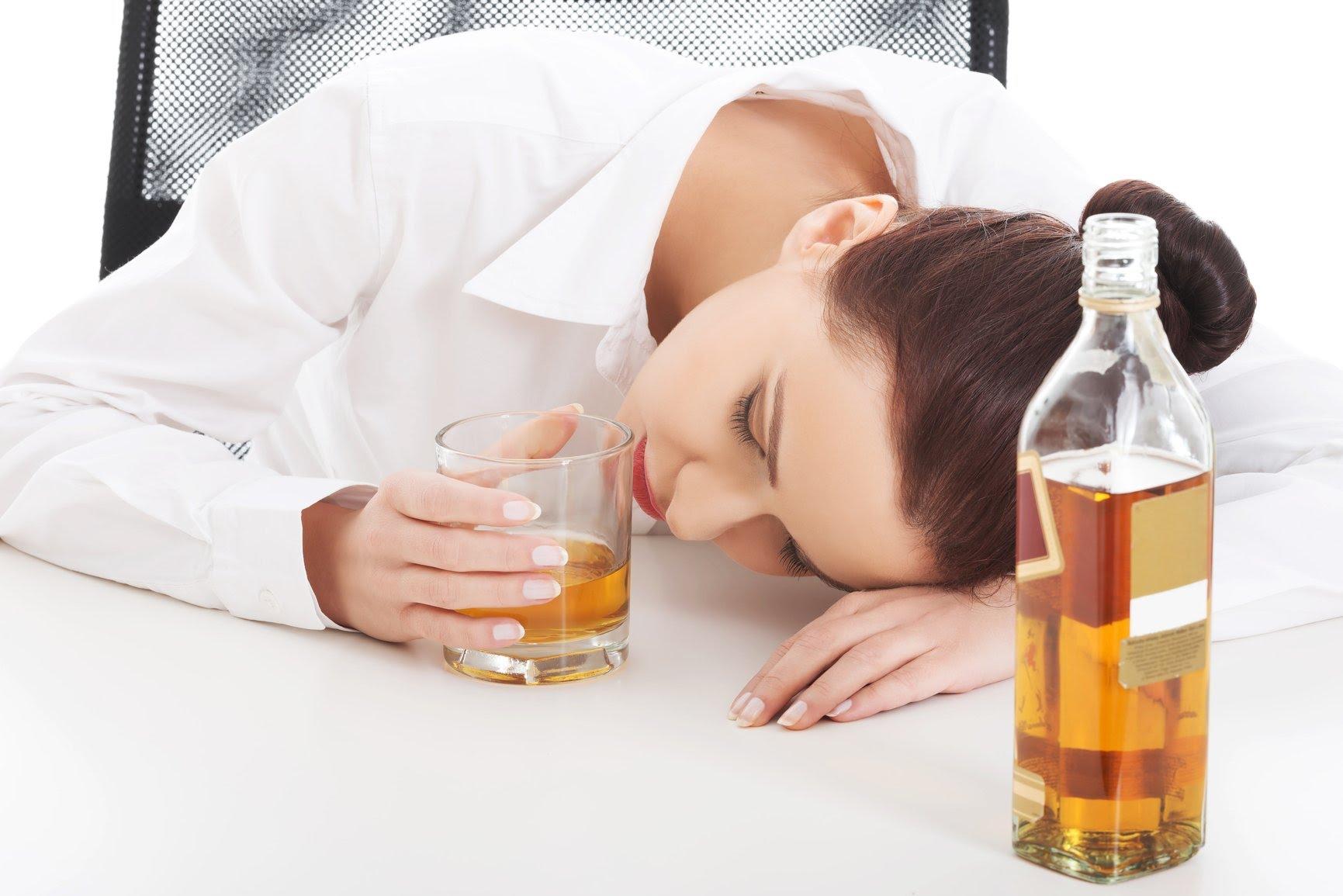 Специалисты не рекомендуют резко отказываться от спиртного, делать это следует постепенно