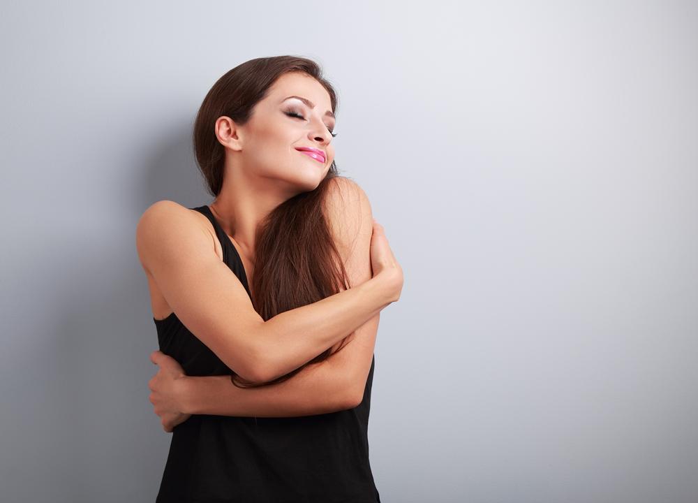 Женщина любит себя