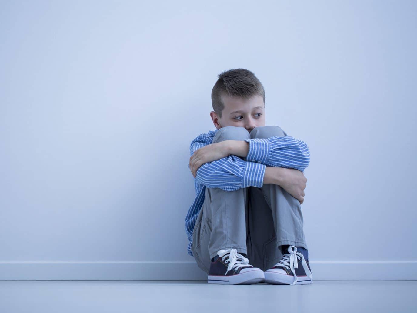 Ребенку важна поддержка самых значимых для него людей, поэтому негатив со стороны отца и матери сильно ранит