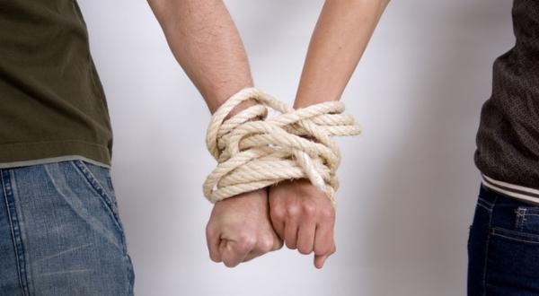 Привязанность ограничивает личную свободу