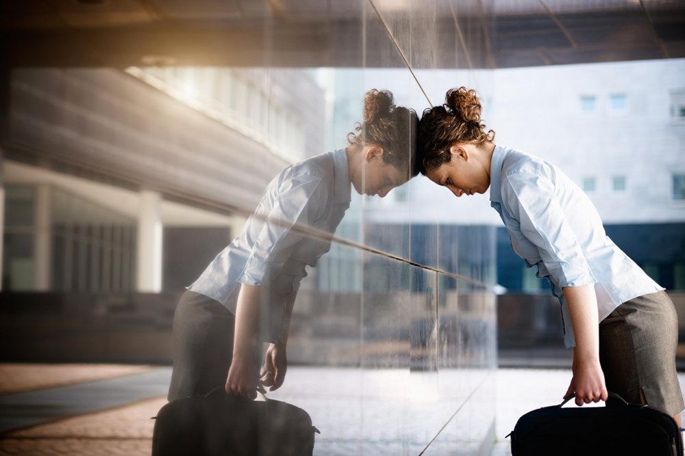 Не стоит впадать в крайность и жить исключительно в позитивном ключе, печали тоже важны