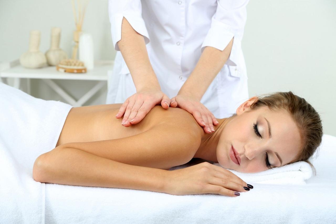 Мышечную напряженность помогут убрать лечебный массаж и физиотерапия