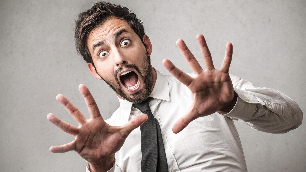 Человек привыкает к определенной модели поведения и не считает ее странной