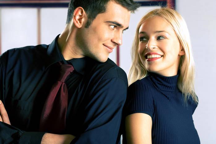 Сокращение личного пространства между парнем и девушкой – признак того, что девушка ищет близких отношений