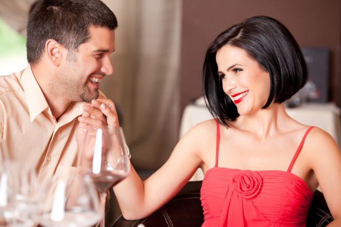 Жесты, мимика, разговоры интимного характера являются признаками того, что девушка мечтает о близости с мужчиной