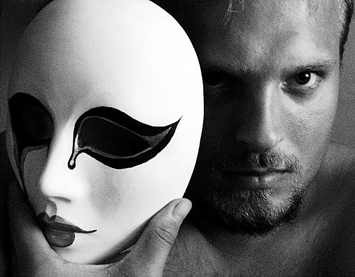 Альтер-эго может использоваться как маска