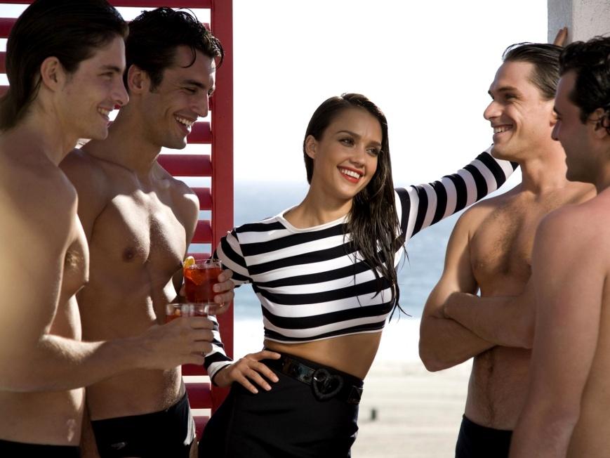 Дамы редко склоняются к таким отношениям, ведь несколько мужчин не могут дать столько душевного тепла, сколько любимый и единственный партнер