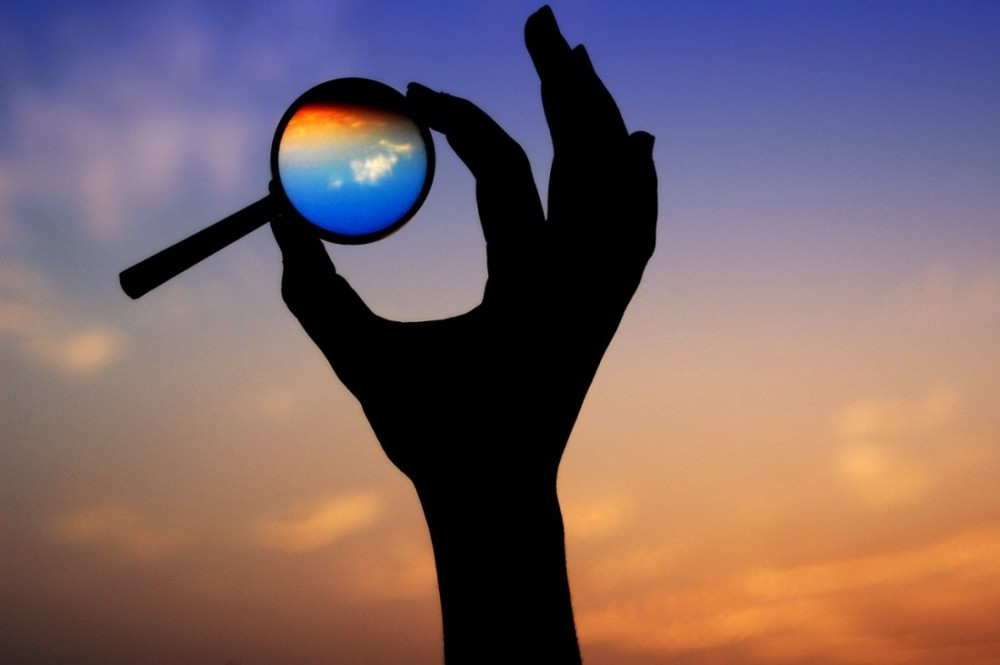 Чаще всего неуверенность в себе бурно культивируется на ментальном уровне, так как, получив негативный опыт, человек смотрит на мир через призму общественного мнения