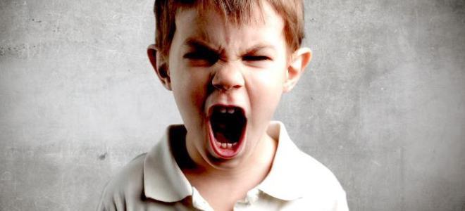 Девиантный подросток кричит