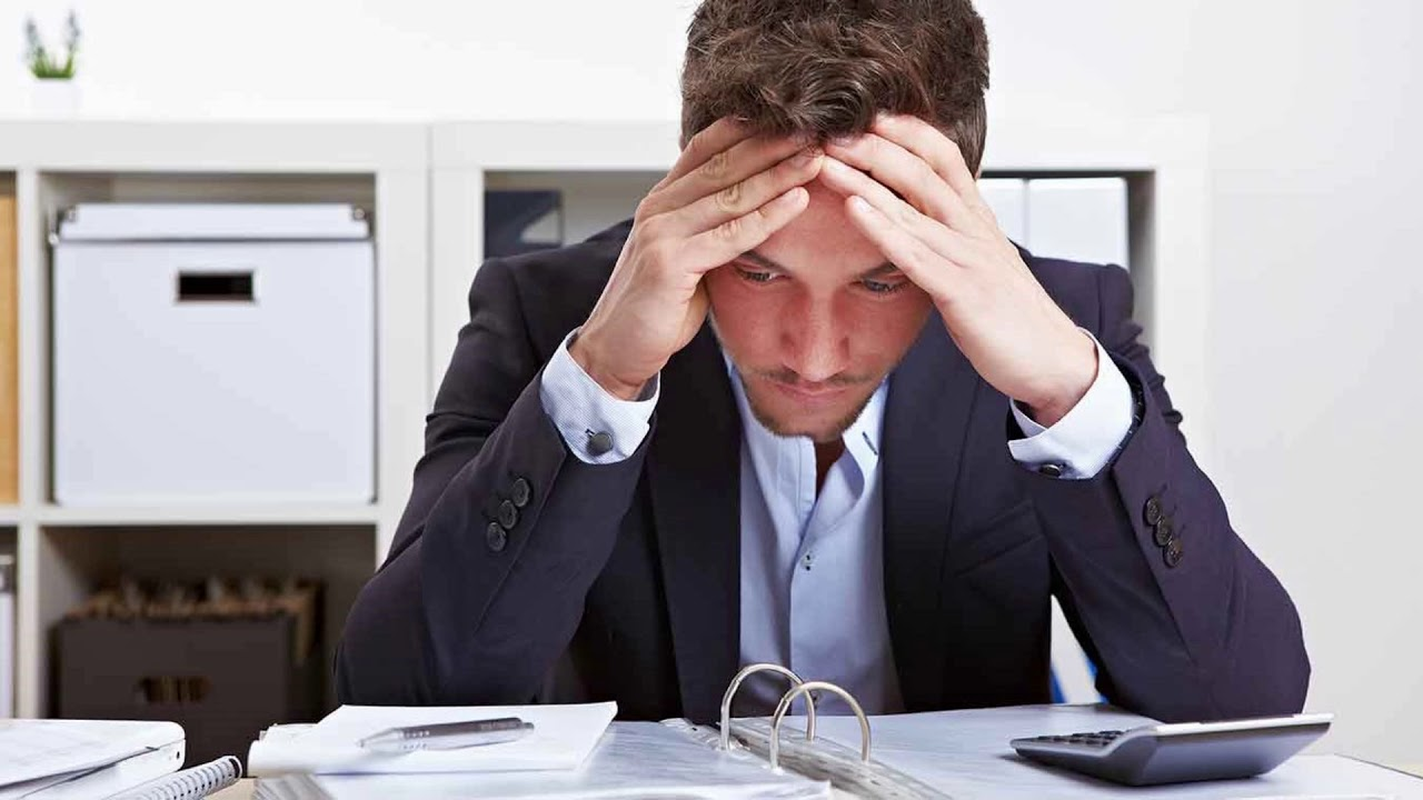 Сталкиваясь с требованиями нескольких ролей одновременно и не умея их совместить, человек может испытывать ролевой стресс