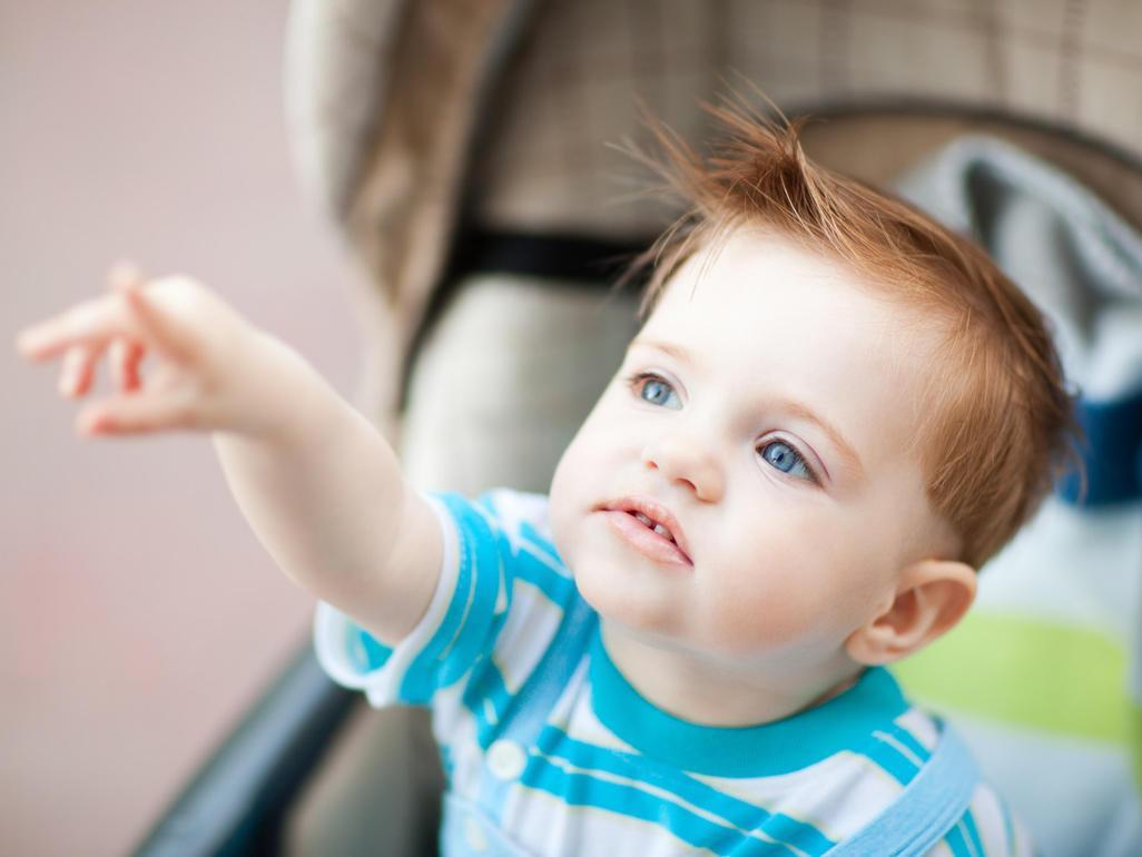В этот период ребенок активно познает мир