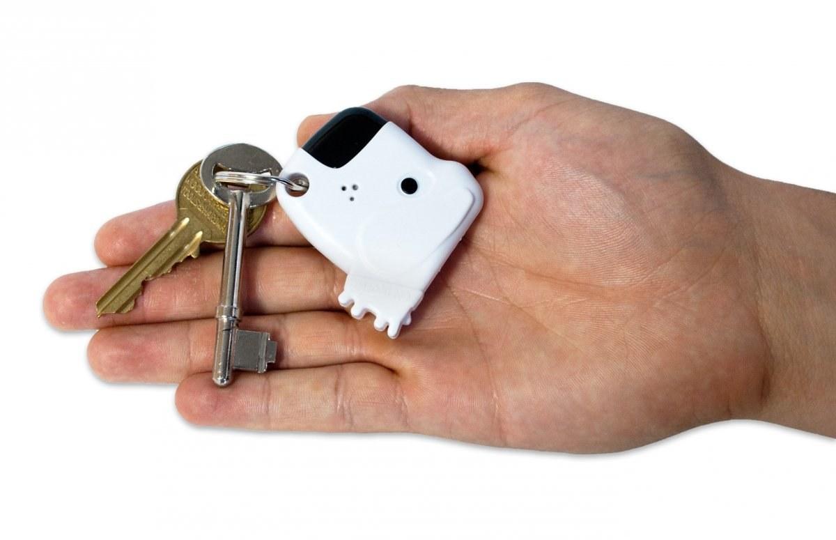 Он может поигрывать ключами или другим предметом, который окажется в руках