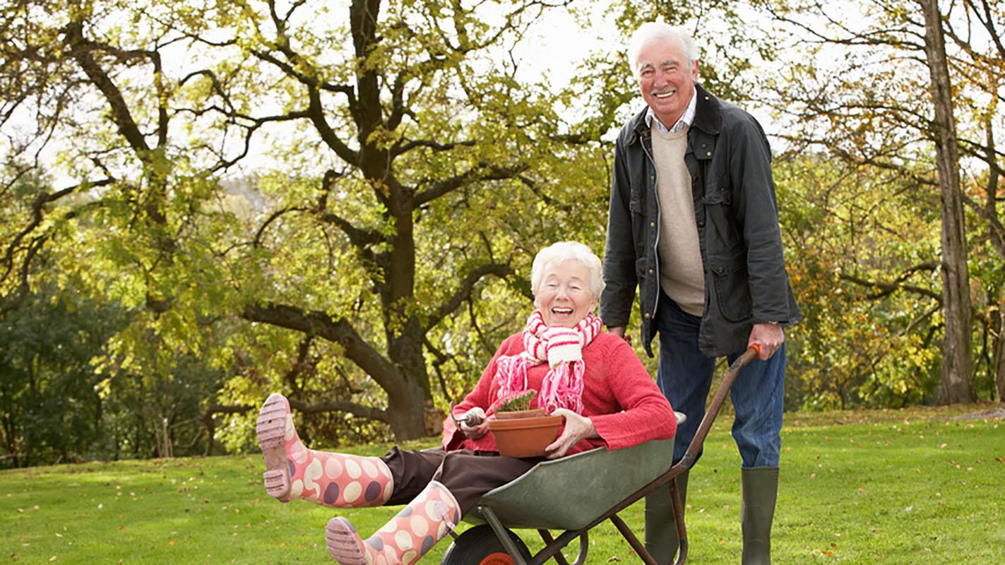 Даже люди пожилого возраста умеют разнообразить свою жизнь здоровой самоиронией