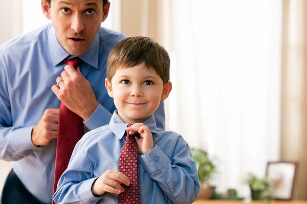 Подражание сына отцу