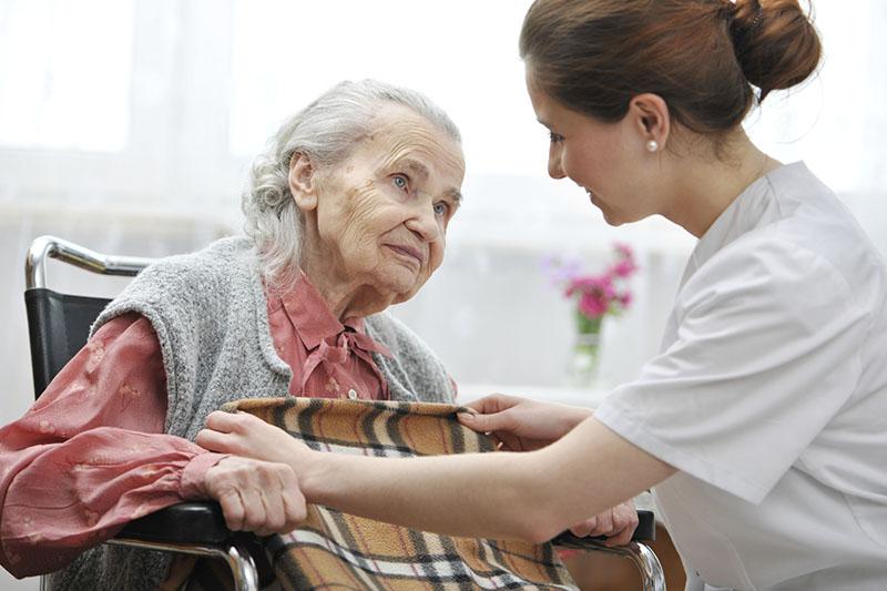 Деменция – тяжелое расстройство, в большей степени поражает пожилых женщин