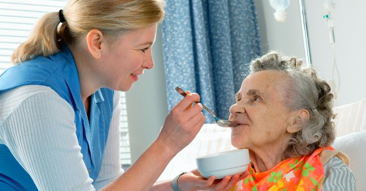 В поздней стадии деменции больной полностью зависит от окружающих