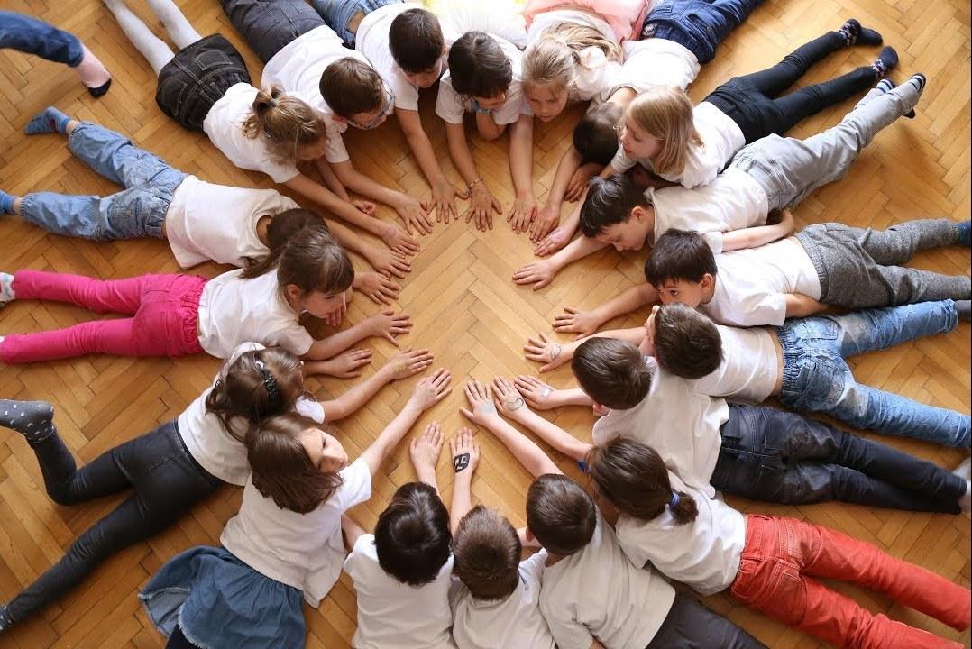 В психологии есть специальные упражнения, которые помогают облегчить усвоение норм поведения