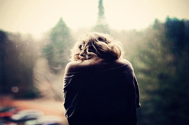 Чувство грусти и печали, которое не проходит, тоже может являться поводом для обращения к специалисту