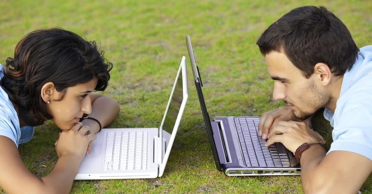 При разговоре в интернете мужчина и женщина находятся в равном положении