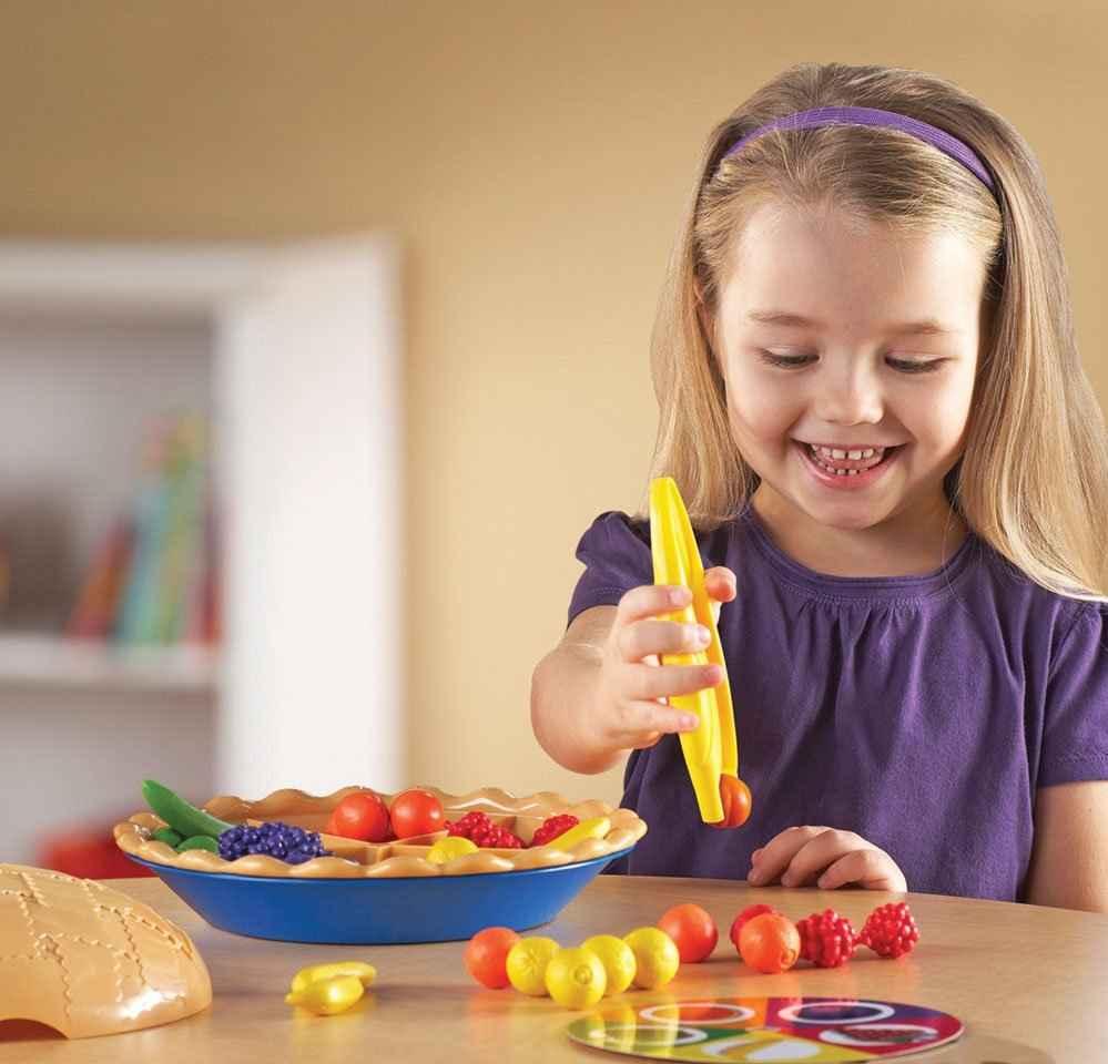 В раннем возрасте значение имеет предметно-манипуляторная деятельность, так как она влияет на формирование практических навыков
