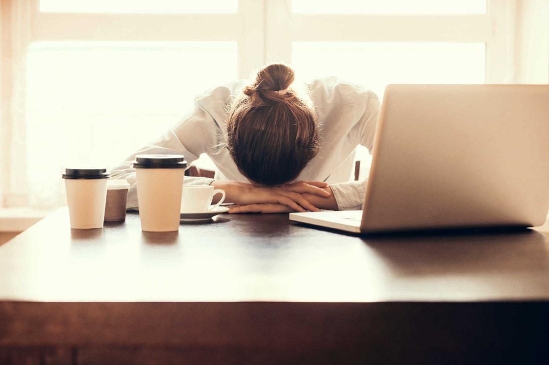 Пожилой человек много спит: что это значит, причины, что делать