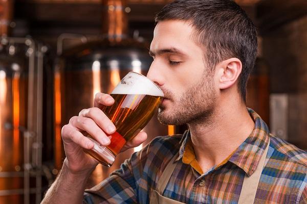 Болезнь часто развивается на фоне хронического алкоголизма