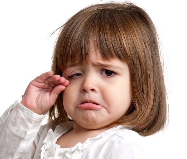 Часто детей стыдят за слезы, что вызывает еще большую истерику