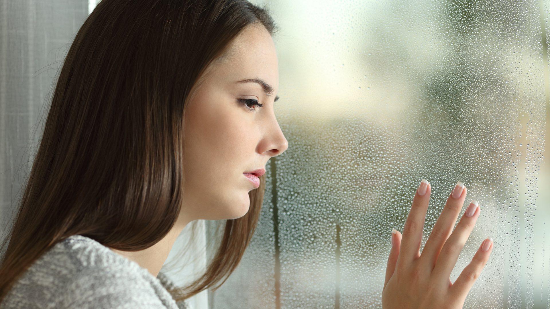 Девушка скучает о парне