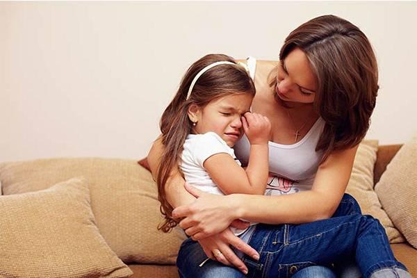 У детей синдром очевиден во время капризного поведения