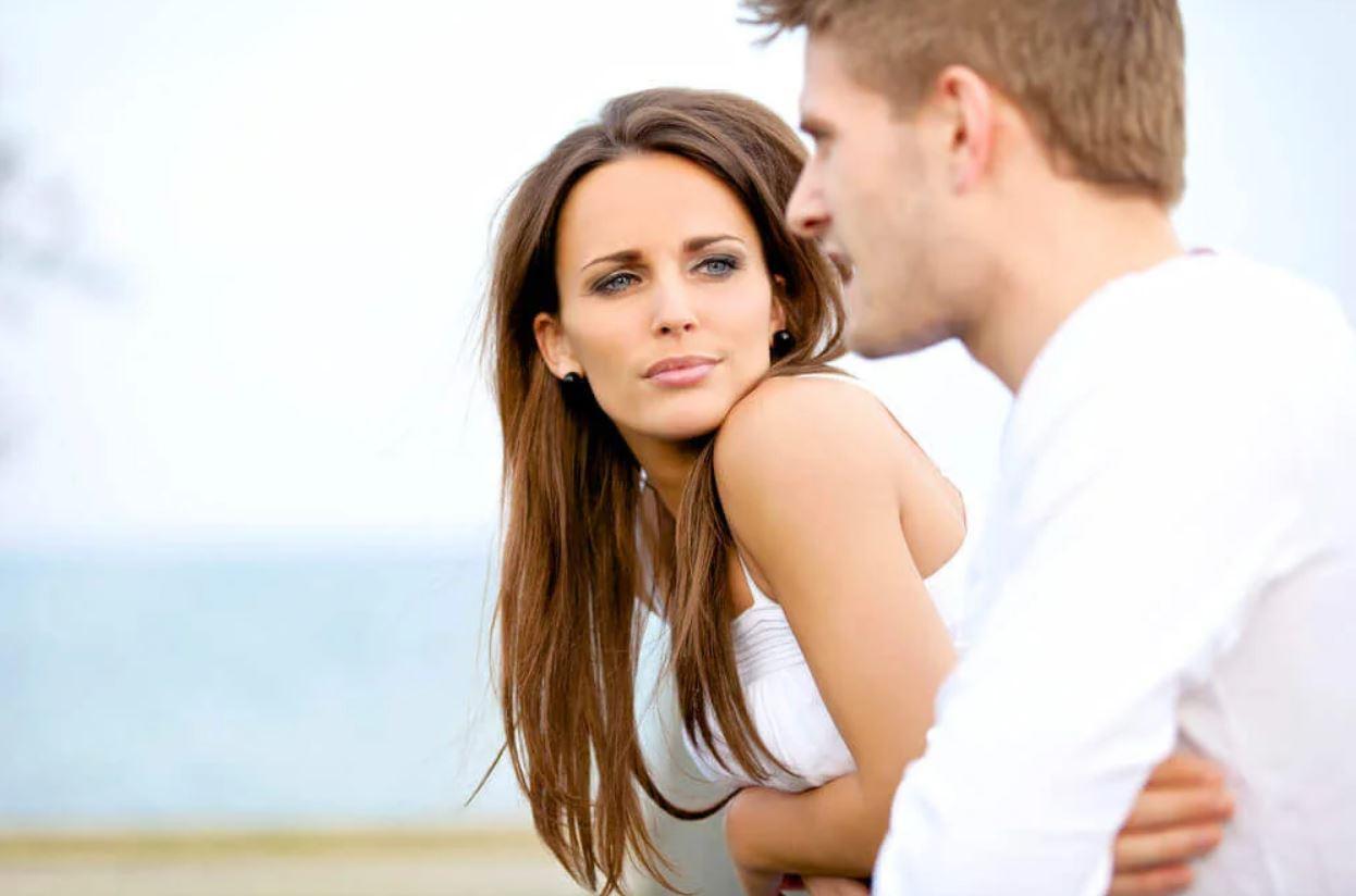 По тому, как мужчина обращается к девушке, можно предугадать его намерения