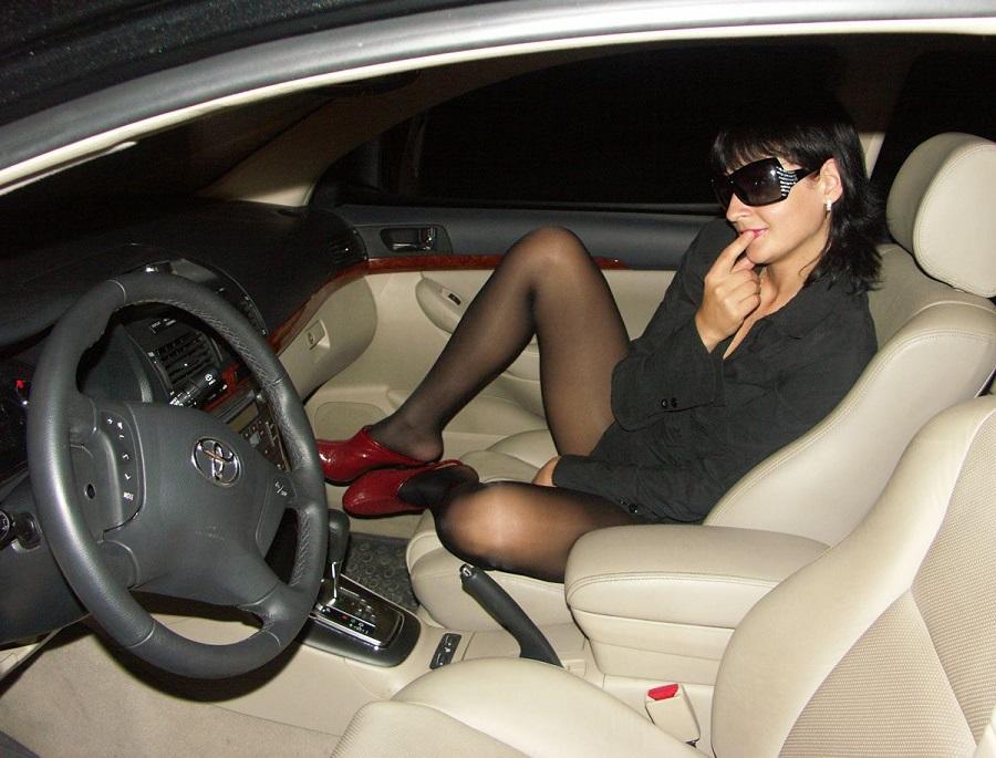 Присутствие посторонней дамы в авто